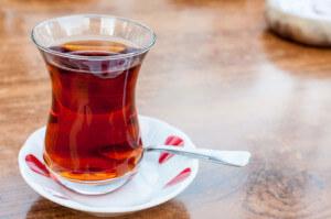 Gelebte Teekultur: immer und überall den türkischen Schwarztee - Foto: Daniel Potthast